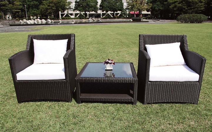 リゾートホテル仕様のガーデンソファとガラステーブル