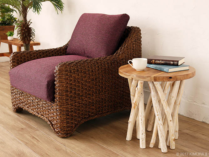 流木の脚が印象的な丸テーブル