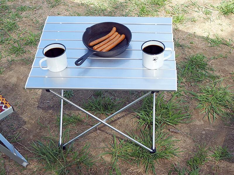 外で使えるアルミ製テーブル