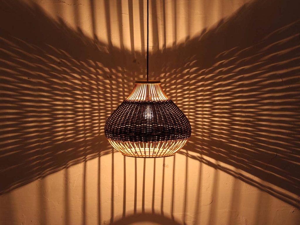 ラタン照明の癒しの光