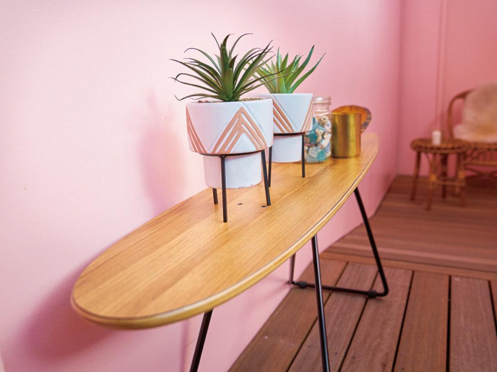 サーフボード型のおしゃれテーブル