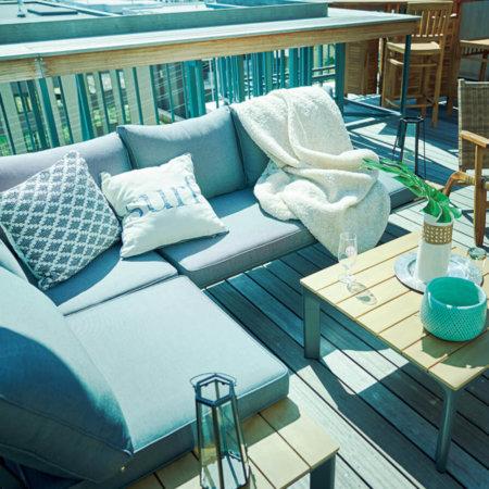 バルコニーで楽しめる屋外ガーデンソファ