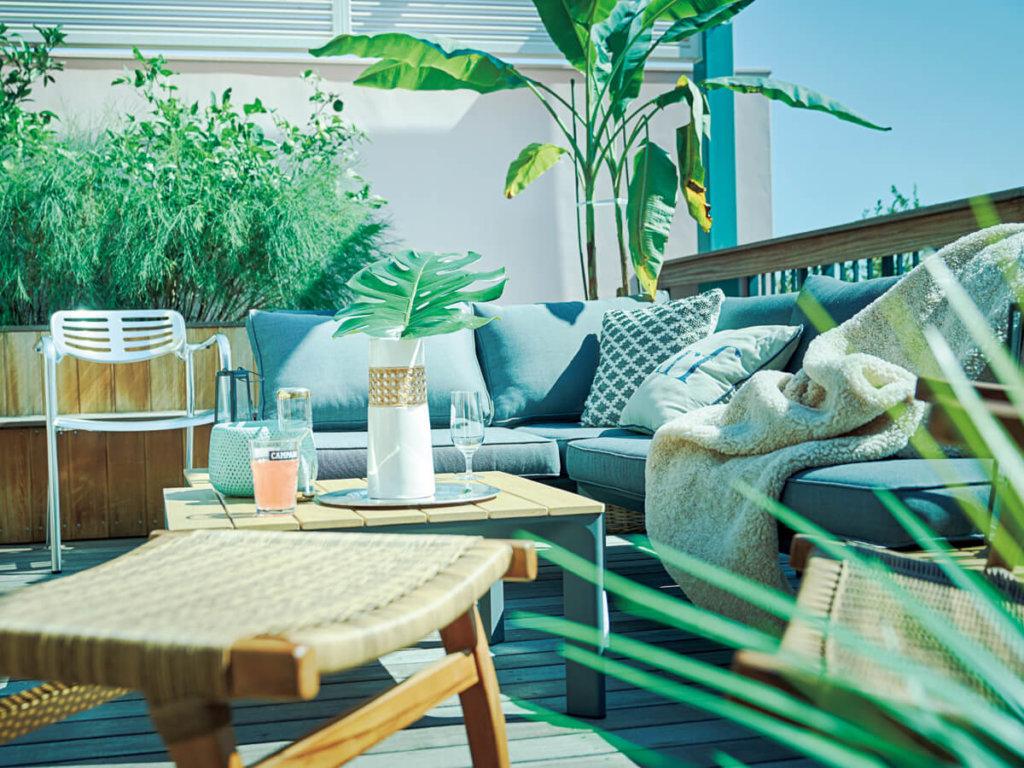 屋外使用可能なガーデンソファテーブルセット