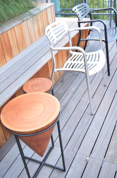 アイアン脚のサイドテーブル