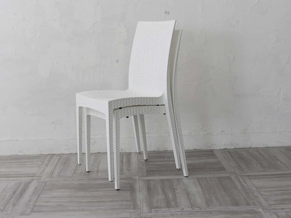 積み重ね可能な椅子